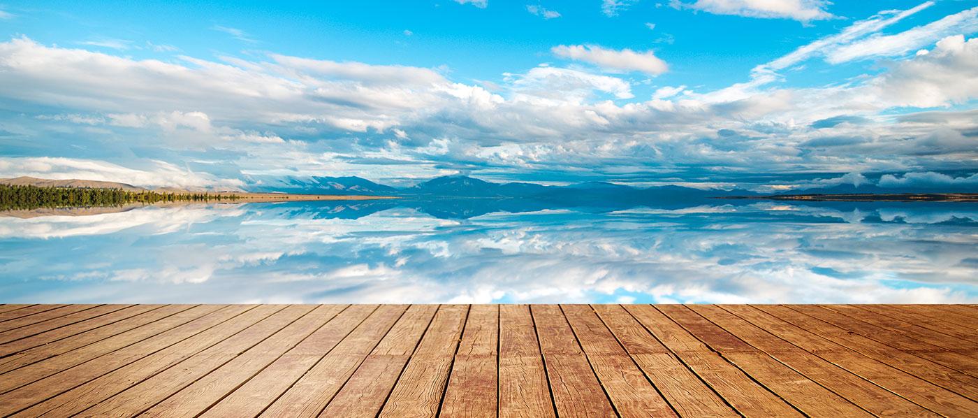 Magnifique paysage de montagnes au dessus d'un lac